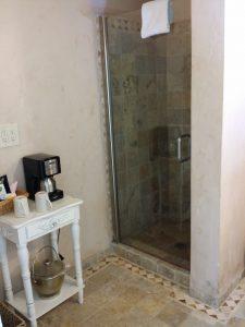 Monte Verde Inn spacious bathroom