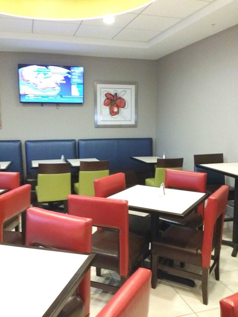 Daytona Inn Seabreeze breakfast seating